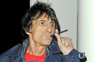 Ronnie_wood_vaping