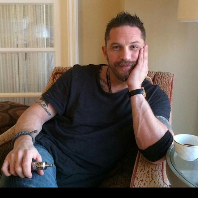 Tom Hardy Vapes